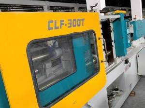 CLF-300 used plastic injection molding machine