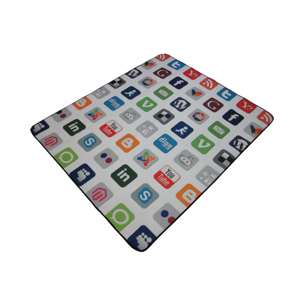 Picnic blanket with Social Media printing Featured Image
