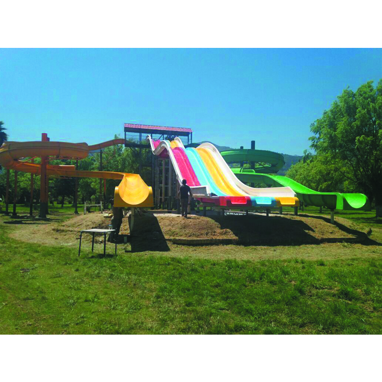 Chilean customers purchase installed large water slide equipment