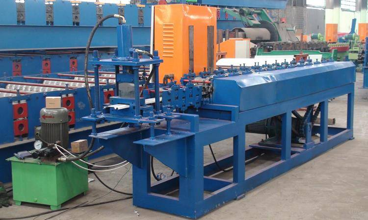 The order for the roller shutter door roll forming machine is coming