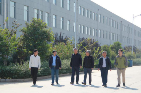Secretary-General Wang Liming of China Machine Tool Association came to Jinan First Machine for inspection and investigation