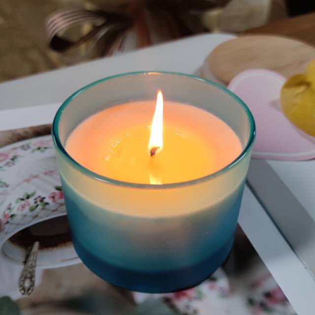 Soy wax candle with cotton wick-blue/white Featured Image