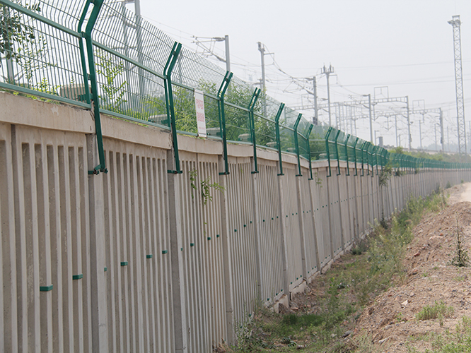 Welded fence for railway project