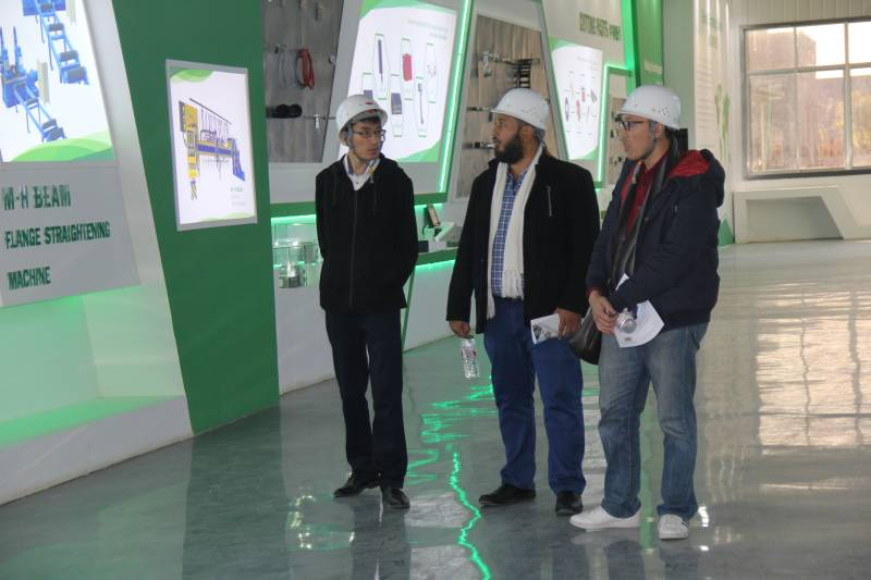 Foreign Customers Visiting Yomi Cutting Machine