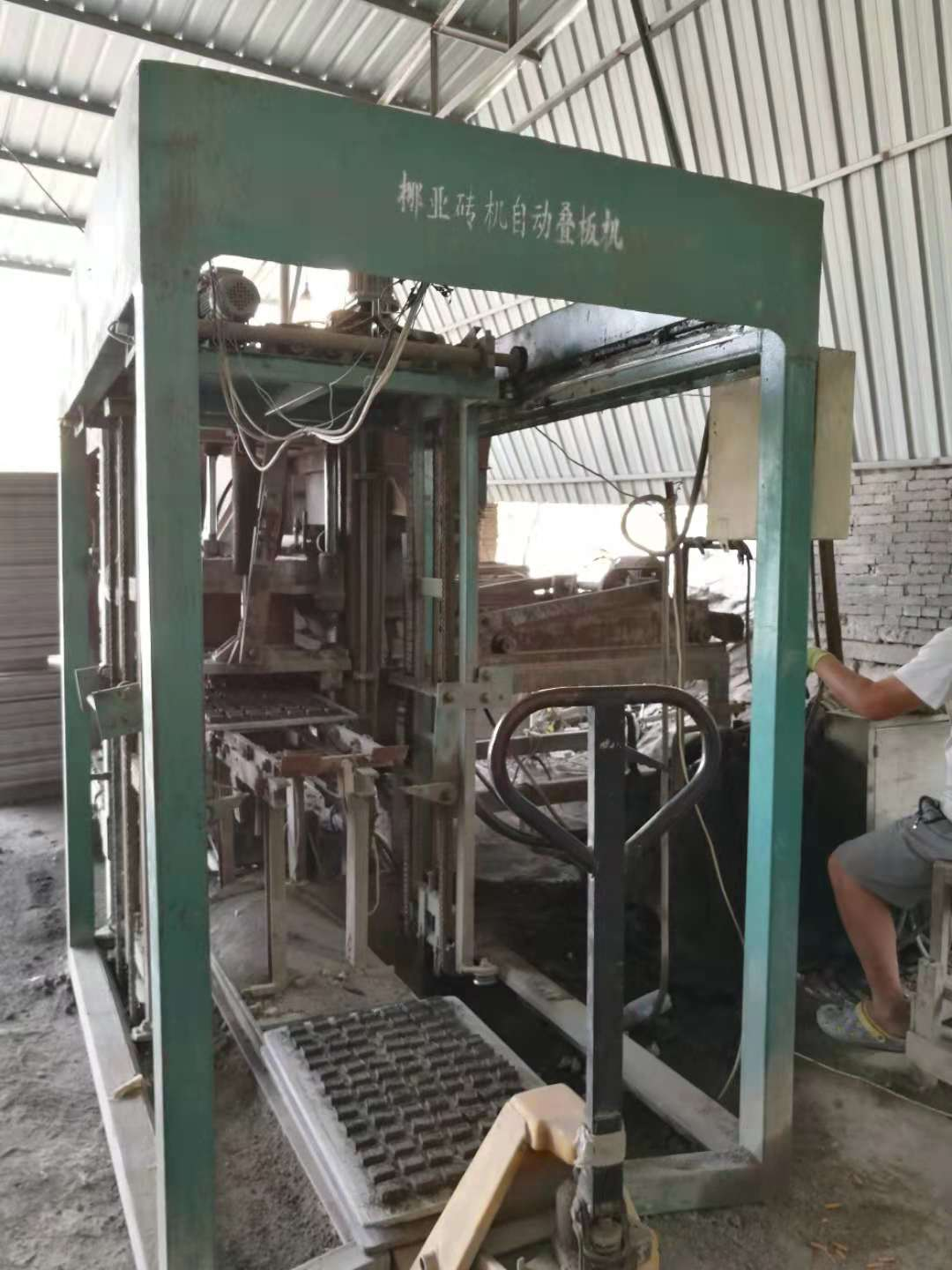 QT4-10 Interlocking brick machine for sale Featured Image