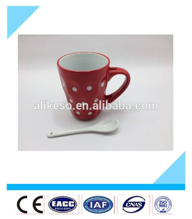 Fashionable and cute red color bulk ceramic mug with spoon/cheap stoneware cup with spoon in handle from China