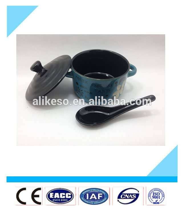 2016 selling new product ceramic soup bowls with lid and spoon in handle manufacturer from China