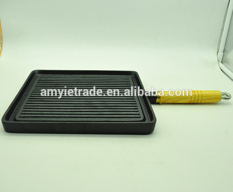 SW-F2424 cast iron grill with wooden handle