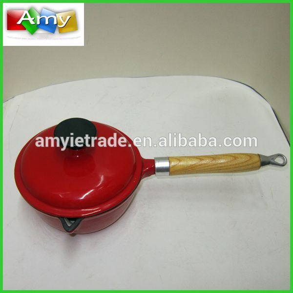 17.5cm Cast iron Sauce Pan with Wooden Handle