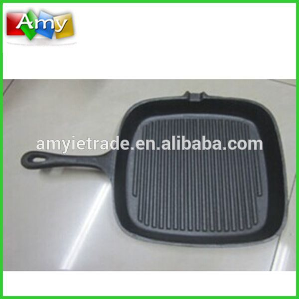 cast iron grill pan with ribbed base
