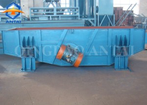 L25 series Conveyor type inertia vibrating clay sand shakeout machine