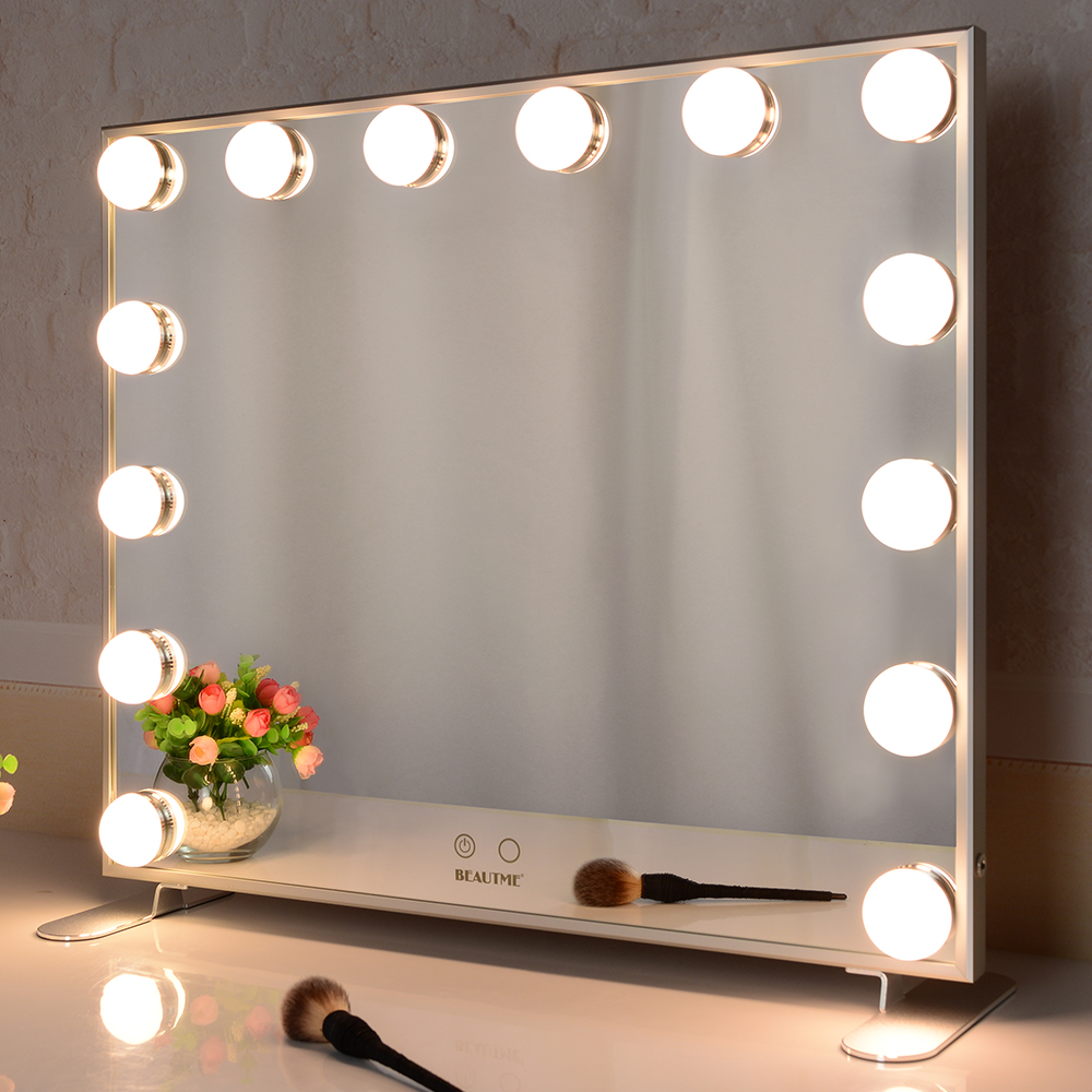 The multifunctional makeup mirror can not only adjust the light, but also can be hung on the wall.
