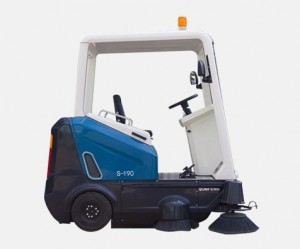 Qunfeng Electric Sweeper/Road Sweeper/Cleaning Sweeper/Floor Sweeper/Electric Road Sweeper/