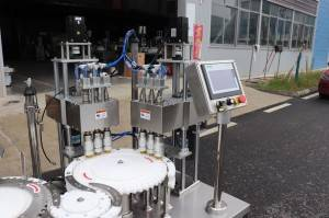 Oral liquid test tube filling and capping machine