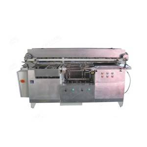 Horizontal wet glue labeling machine