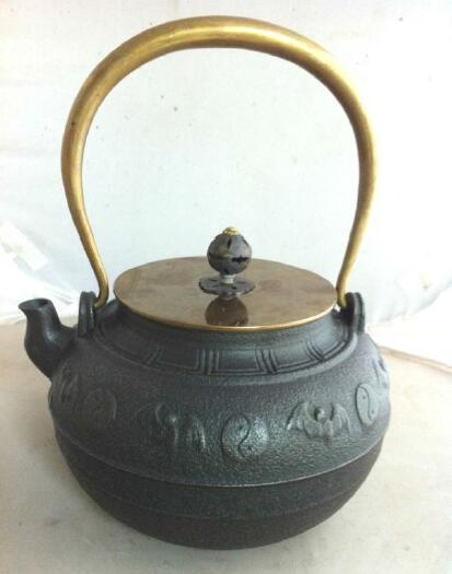 wholesale cheap Traditional Heavy Duty Cast Iron Teapot with Copper Lid and Handle