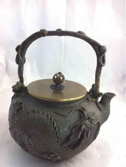 castiron teapot with dragon decoration 1.8L ,copper lid and handle