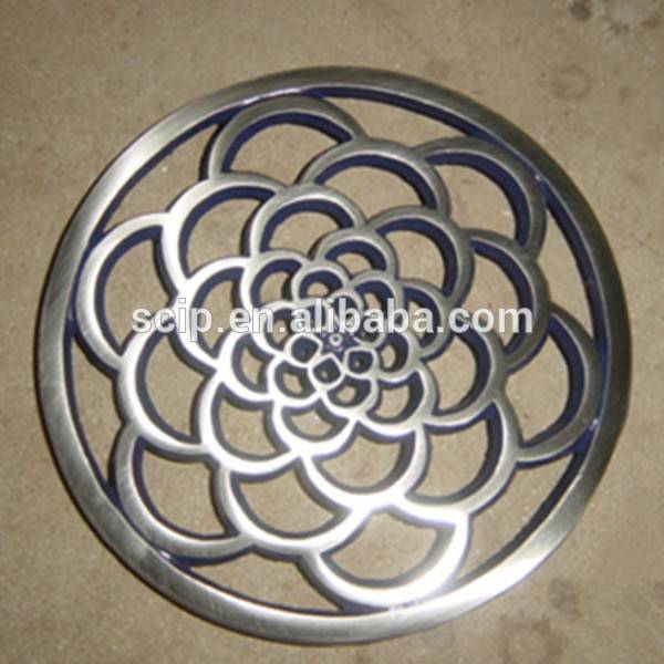 Casr iron flower shaped trivet