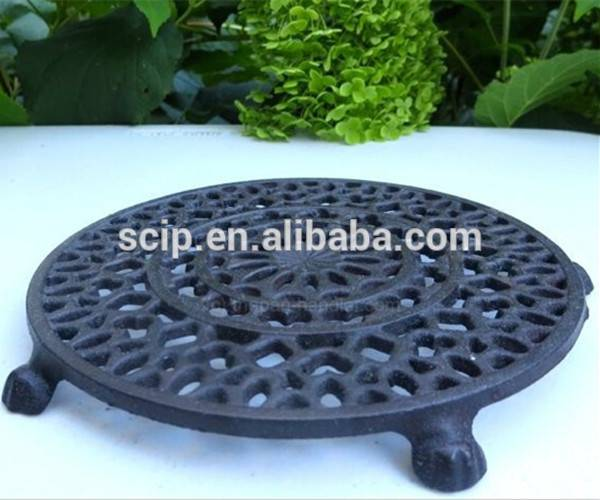 Cast iron preseasoned trivet with hanger