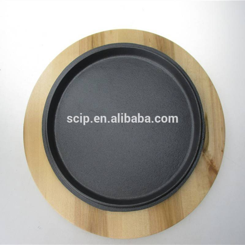 Wooden base round cast iron sizzling plate