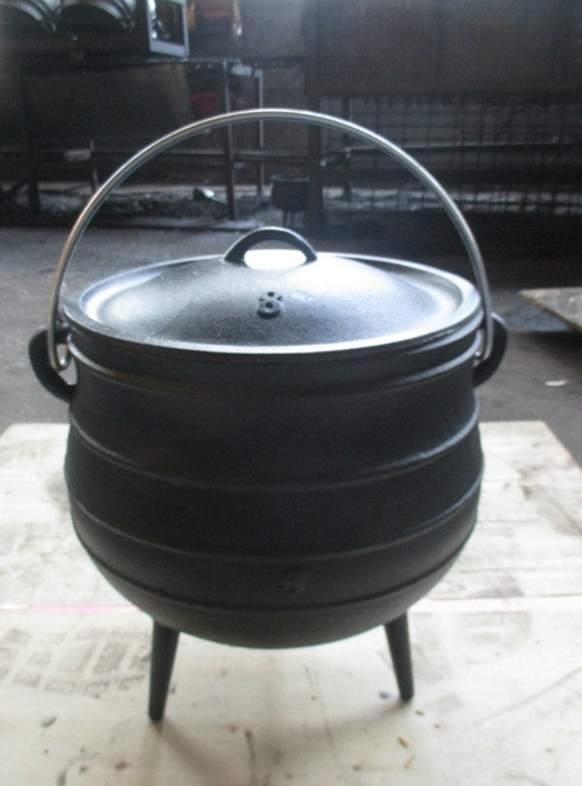 3 legs cast iron potjie pot size 8