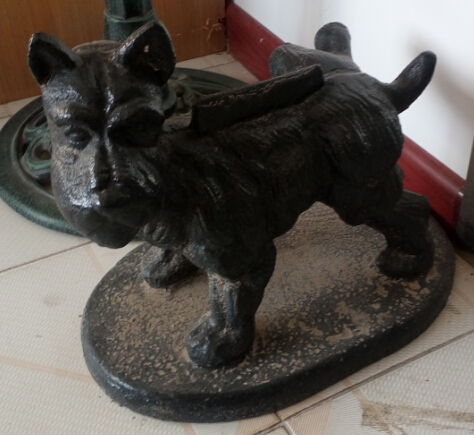 cast iron dog statue Featured Image