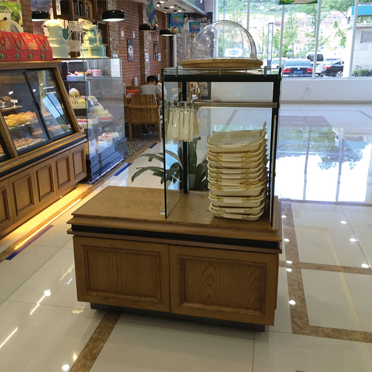 Tongs and trays rack for bread display Featured Image