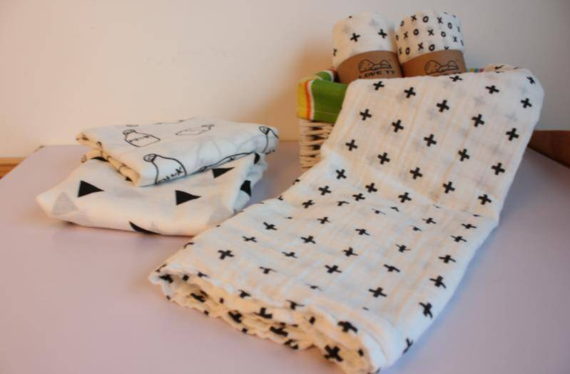Best selling custom cotton bamboo muslim pink flamigo patterns 110x110cm swaddle blanket