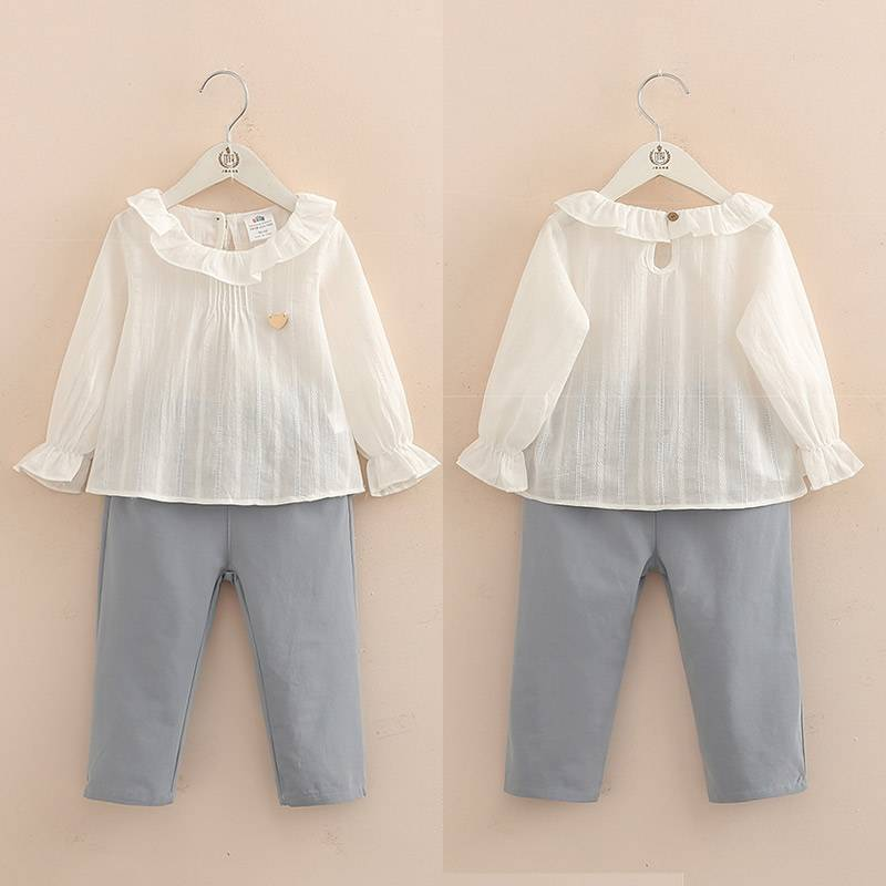 Children's clothes, baby shirts, pants, two sets.