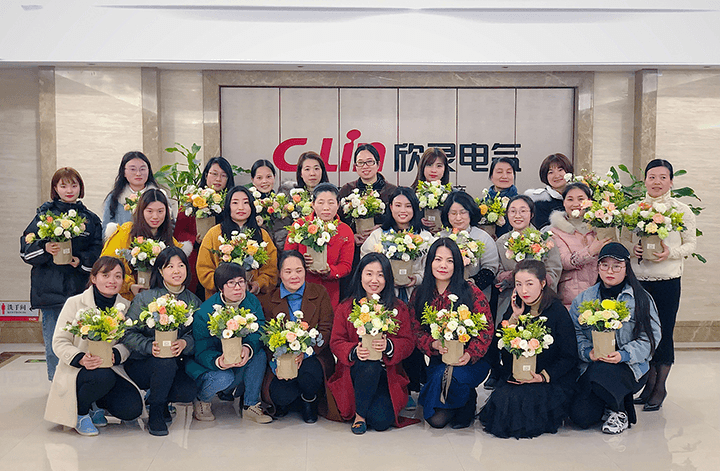 "Blooming of ""Xin"" Flowers丨The Flower Arrangement Activity of C-Lin Electrical for the Women's Day Aims to Make Them Beautiful!"