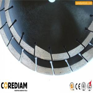 Sinter hot-pressed asphalt cutting blade