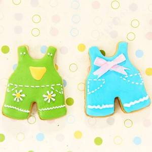 Baby suspenders cookie cutter
