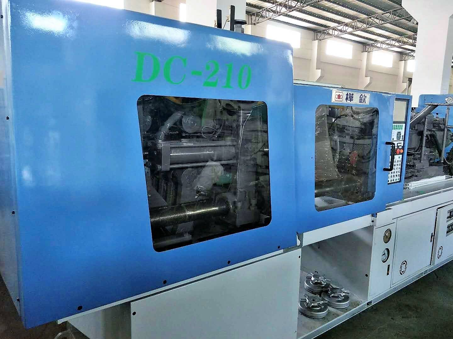 Hwa Chin 210t Double Color used Injection Molding Machine. Featured Image