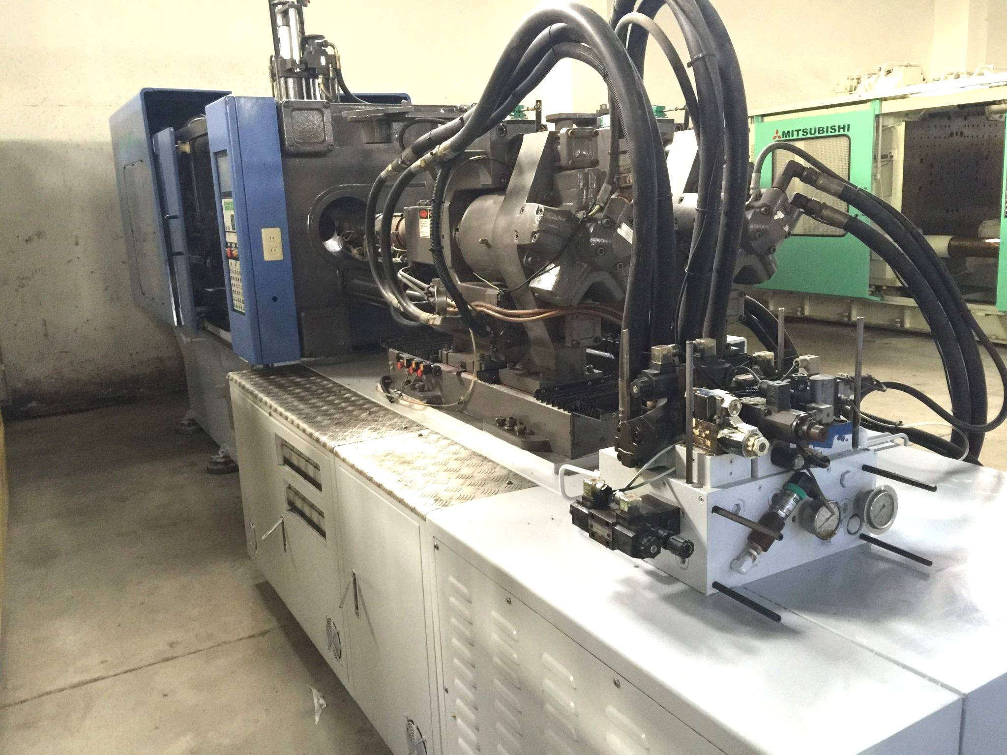 Taiwa Hwa Chin 350t Two Color Double Color used Injection Molding Machine
