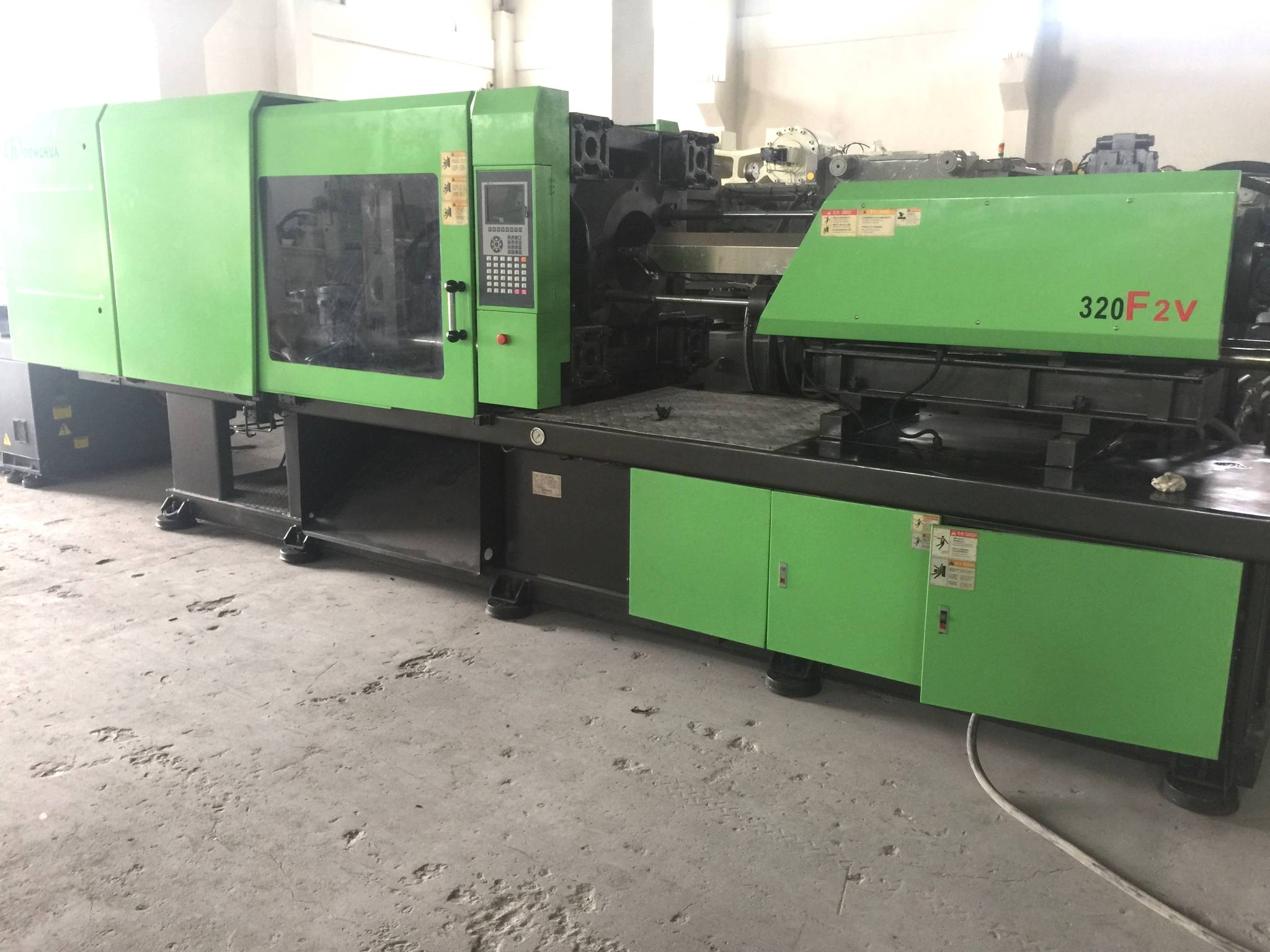 Donghua 320t (variable pump) used Injection Molding Machine
