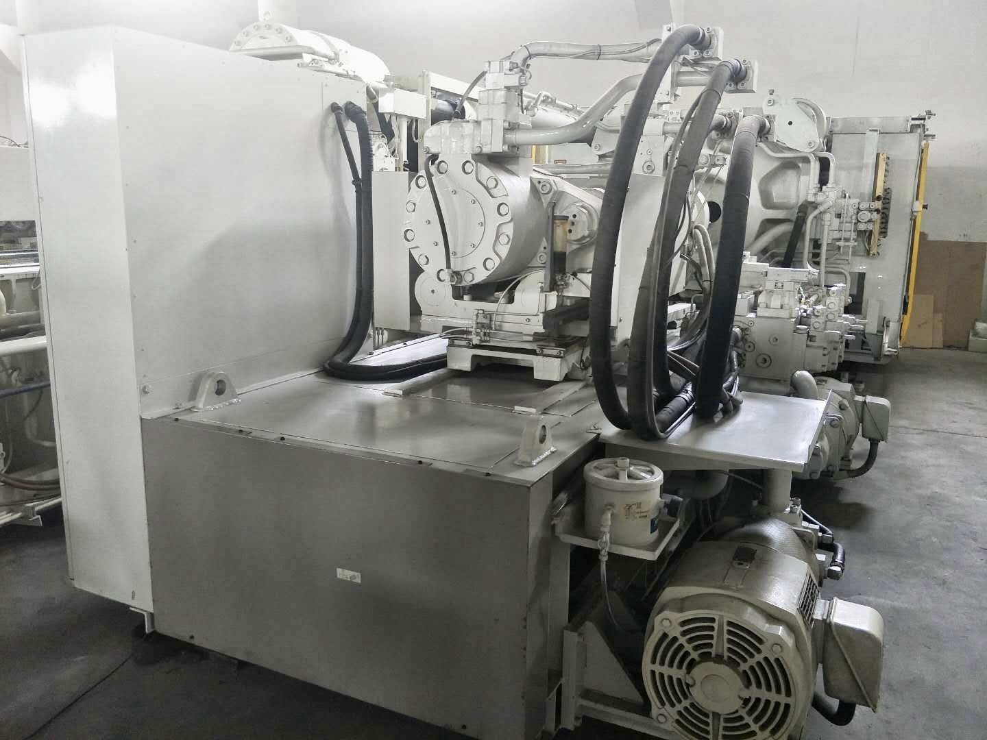 Toshiba 650t (IS650GT) Used Injection Molding Machine