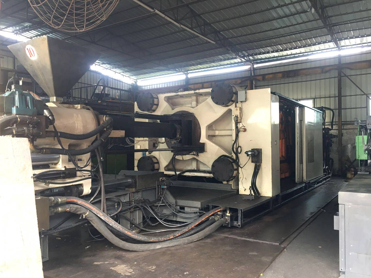 Cincinnati Milacron 2400t used Injection Molding Machine