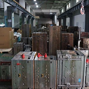 Fast injection molding PC rings supply to the United States with 100K tooling life.