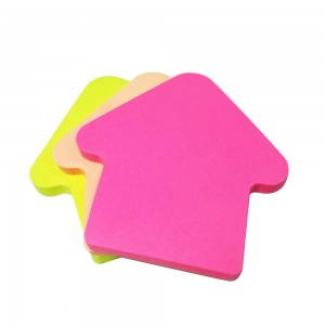 Office desktop house shaped sticky memo notes