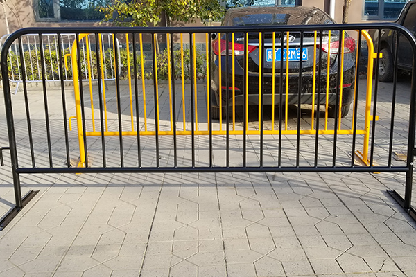 PVC Painted Crowd Control Barrier Featured Image