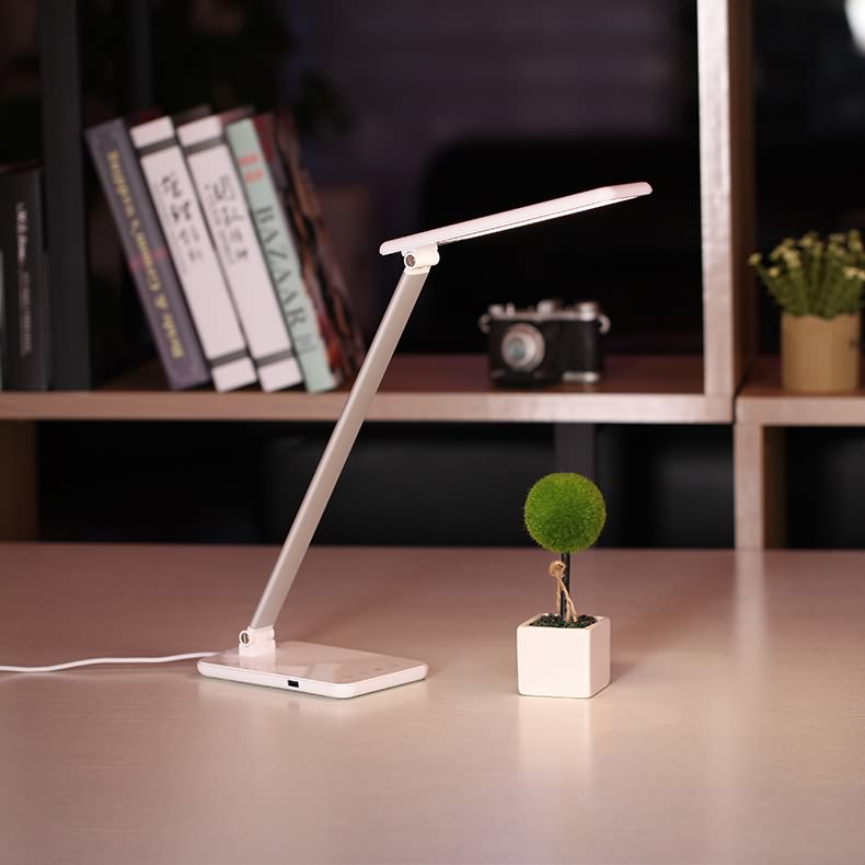 Choice of eye protection table lamp and ordinary table lamp