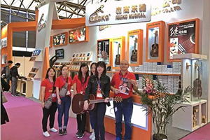 People crowed to Gecko Cajon booth… The most popular booth in Shanghai exhibition must be Gecko's!