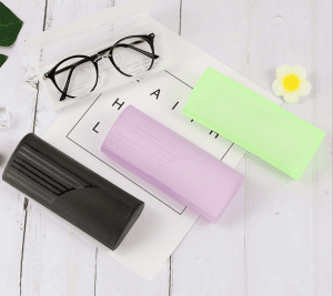 2019 simple storage new handmade myopia glasses case matte plastic folding glasses case printing LOGO wholesale C0170