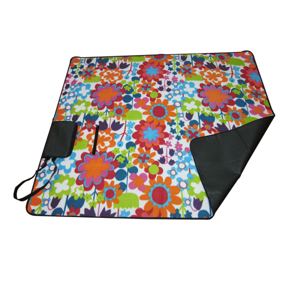 Picnic blanket with shoulder strap Featured Image