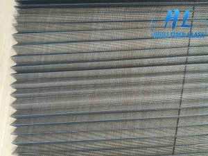 Folding window screen