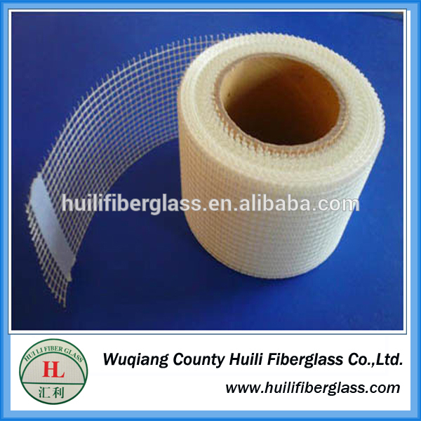 glass fiber self-adhesive tape/self-adhesive fibreglass mesh tape 2.5mm*2.5mm Featured Image