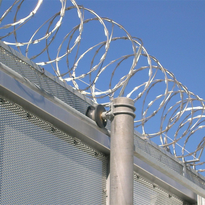 Concertina Razor Wire For Security Fencing Barriers