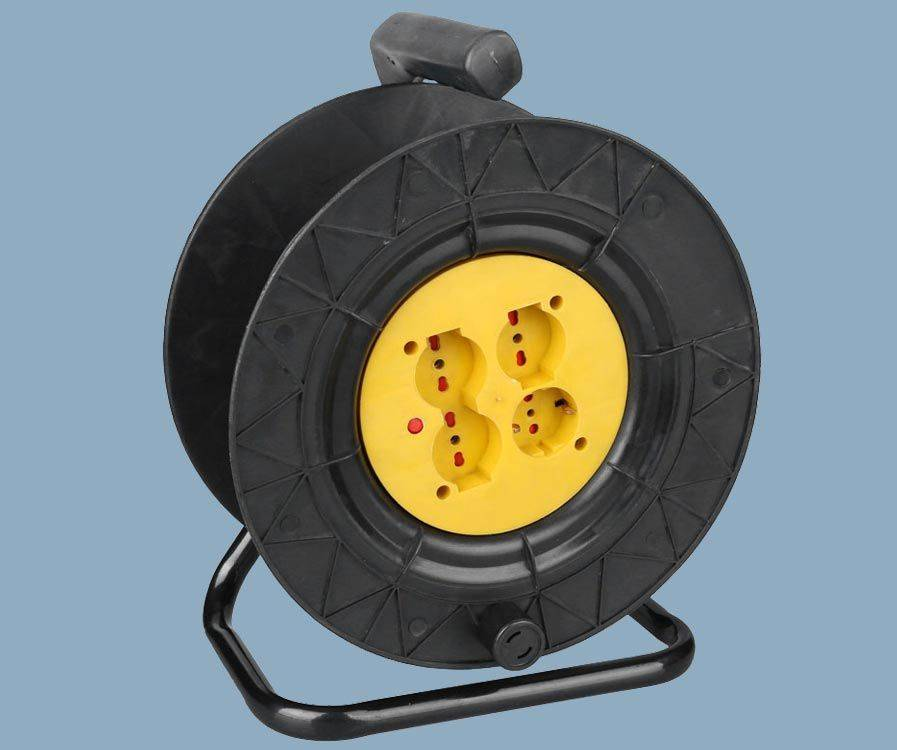 Italy Extension Cord Reel 4 Socket Outlet Max 30M