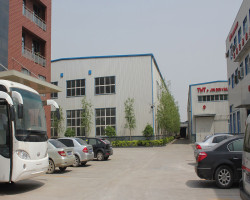 Welcome foreign customers to visit our company