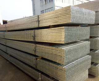Hot Dip Galvanized Steel Grating JG325/40/100SG Featured Image